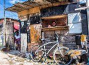 Jardim Gramacho, cenário da extrema pobreza, do improviso, das migalhas, da sobrevivência do desconforto. E pensar que que estamos no mesmo Estado do Rio de Janeiro onde temos Leblon e Ipanema.